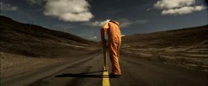 http://filme-carti.ro/wp-content/uploads/2012/05/La-rascruce-300x125.jpg