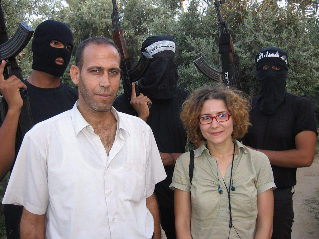 Carmen Gavrilă și luptători din Brigazile al-Aqsa
