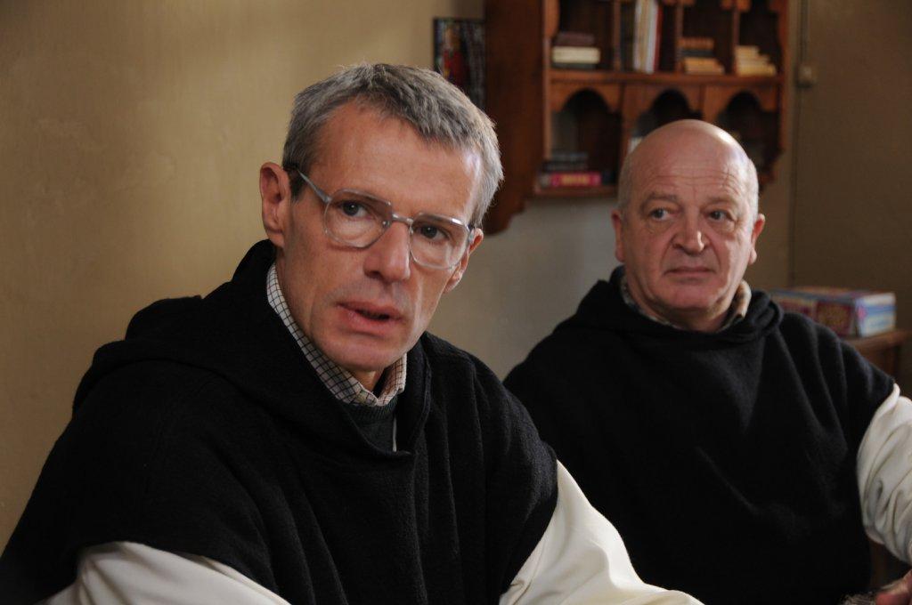 des-hommes-et-des-dieux-2010-1-g