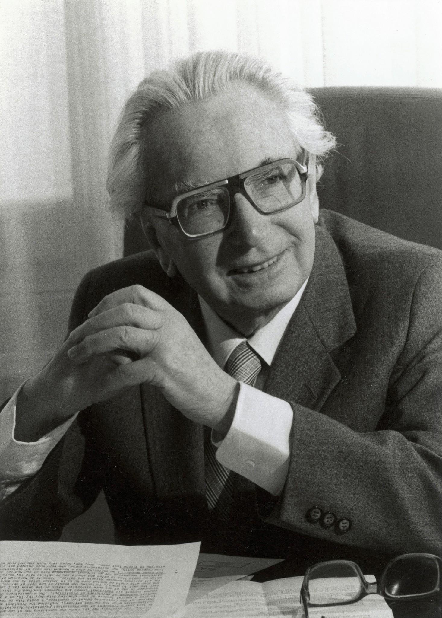 Omul in cautarea sensului vie?ii, de Viktor E. Frankl | Recenzii ...