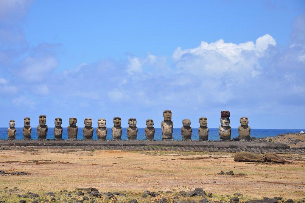 153534-statuile-moai-din-insula-pastelui-4