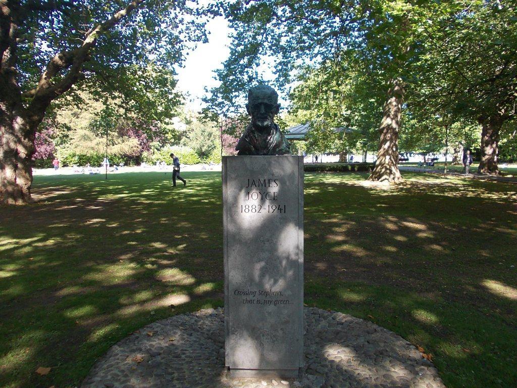 Bust Joyce in parcul St. Stephen's