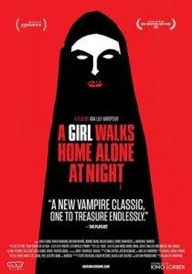 o fata merge acasa singura in noapte