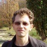 """Interviu Radu Pavel Gheo: """"Tot mai puţini români citesc cărţi. Riscăm să devenim tot mai proşti"""""""